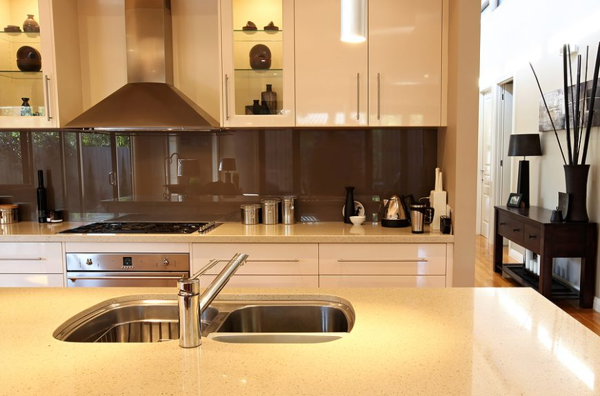 Modern mirror splashback for kitchen